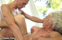Bunicuta Romanca Face Sex Frumos Cu Fiul Ei Pervers
