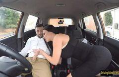 Filme Xxx Gratis Cu O Bruneta Corpolenta Decide Sa Faca Sex In Masina