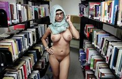 Mia Khalifa Se Fute La Biblioteca Cu Un Client Dotat