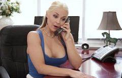 Secretara Bine Dispusa Face Sex La Telefon Si La Birou