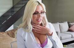 O Blonda Foarte Corpolenta Face Sex Cu Vecinul Ei